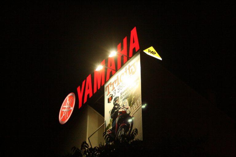 Enseigne Yamaha éclairée de nuit - tous nos produits