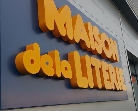 Enseigne lumineuse en aluminium lettres boîtiers - Maison de la literie