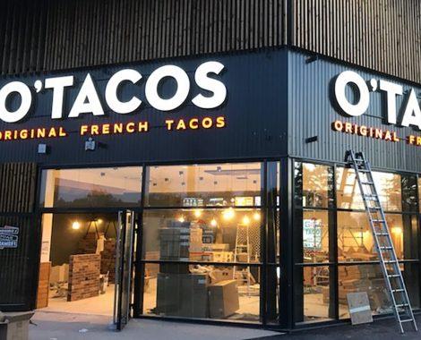 Caisson lumineux lettres découpées O'tacos