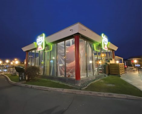 Enseigne lumineuse McDonald's éclairée de nuit